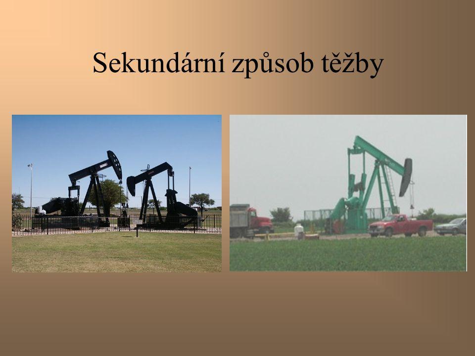 Sekundární způsob těžby Pro sekundární těžbu jsou typické pumpy a čerpadla, která lze spatřit na většině ropných polí