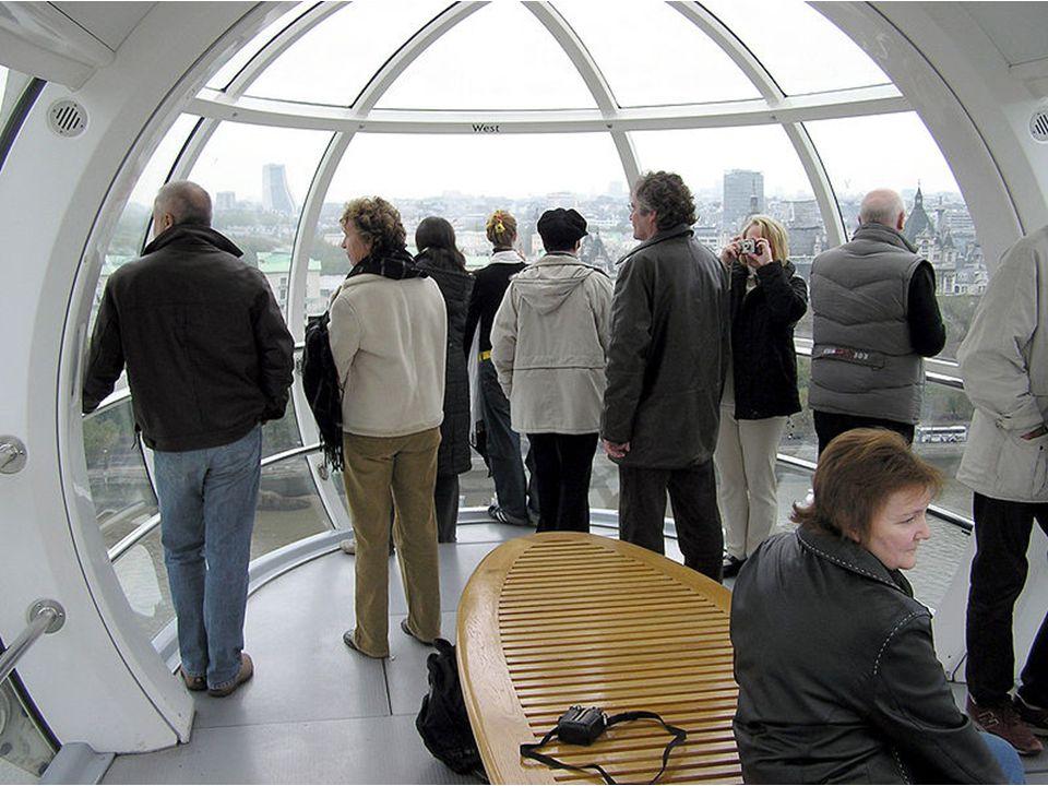 Krátký popis budovy: Londýnské oko bylo postaveno na základech o váze 12 000 tun a sestro- jeno v ležící pozici. Zvedalo se na pontonech u břehu Tamiz