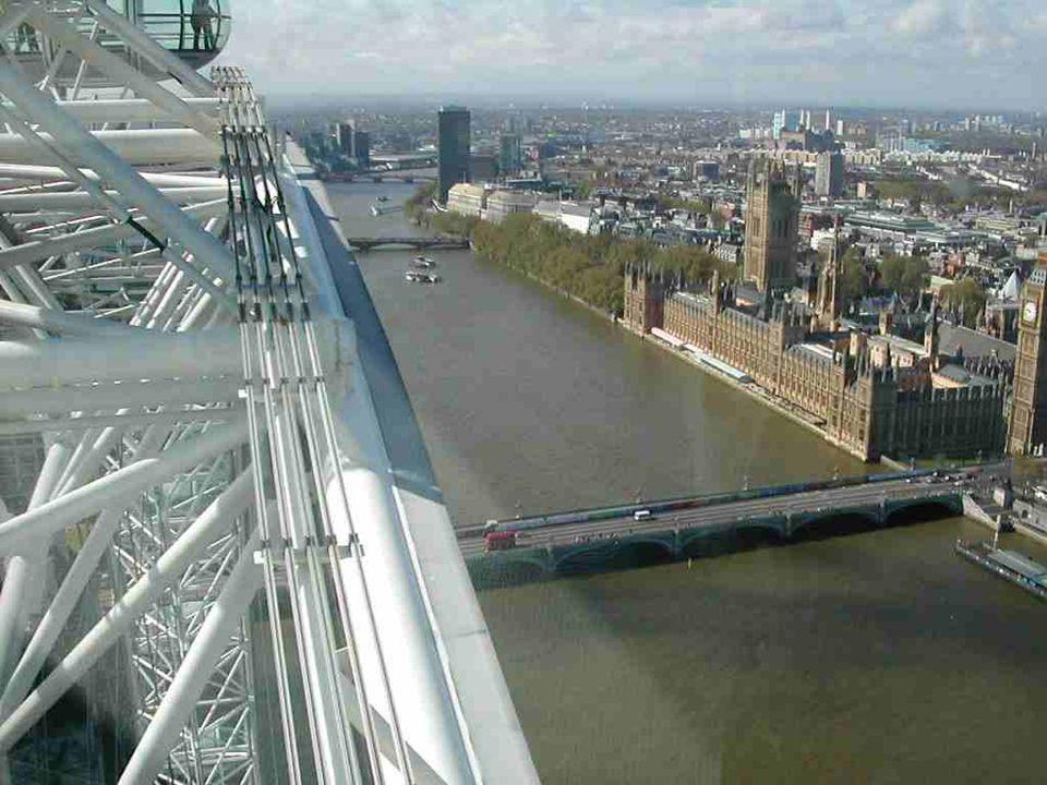 Londýnské Oko m á 424 m. po obvodu a váží 600 t.