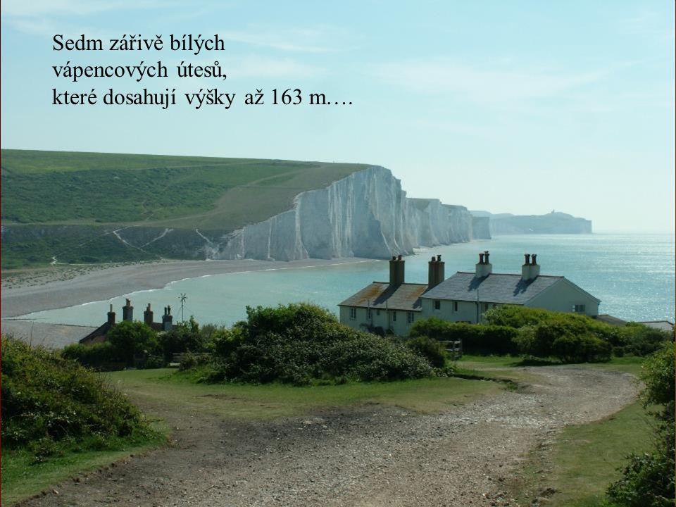 Sedm zářivě bílých vápencových útesů, které dosahují výšky až 163 m….