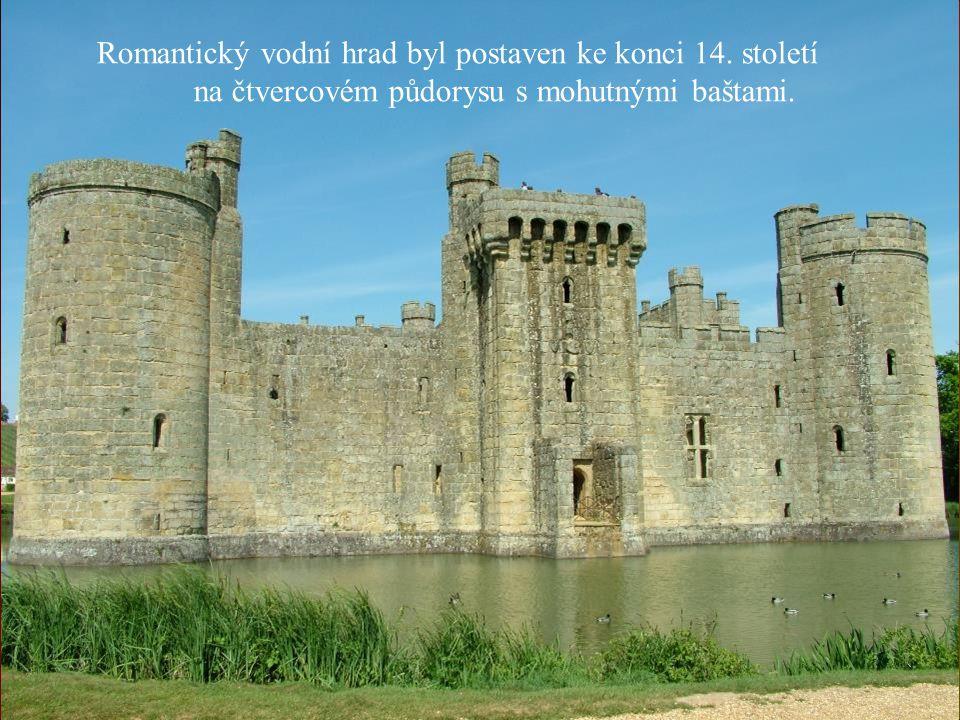 Romantický vodní hrad byl postaven ke konci 14. století na čtvercovém půdorysu s mohutnými baštami.