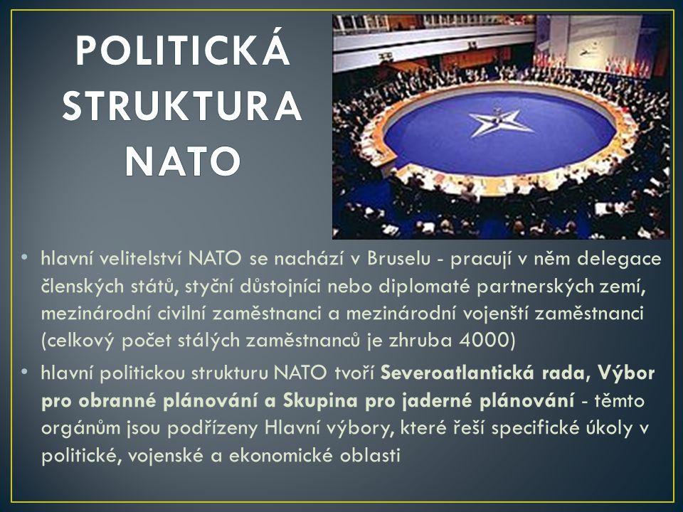 hlavní velitelství NATO se nachází v Bruselu - pracují v něm delegace členských států, styční důstojníci nebo diplomaté partnerských zemí, mezinárodní