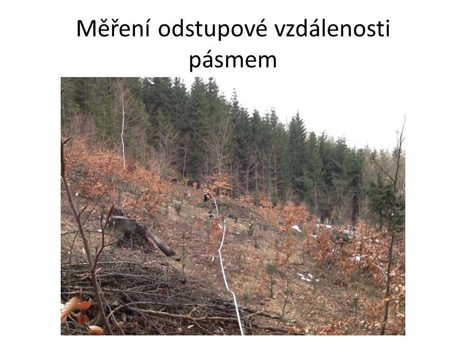 Strom 10 (Borovice lesní-Pinus sylvestris) Lokalita:D4/14 Expozice svahu: J Sklon svahu: 19° Popis lokality: Mírný svah Výška odběru: 130cm Odhadovaná tloušťka: 32cm Změřená tloušťka: 35cm Odhadovaný obvod: 115cm Změřený obvod: 119cm Odhadovaná výška: 30m Odstupová vzdálenost: 35m Úhel paty stromu: ° Úhel na vrchol: ° Tg úhlu od paty: Tg úhlu od vrcholu: Vypočtená výška: m Změřená výška: m Délka vzorku: J=17,5 S=16,8cm Počet letokruhů 10 cm: J-78 / S-66 Prům.- 72 Vypočtený průměr na 1 cm 7,2ks Vypočtený poloměr: 18cm Počet letokruhů na poloměr 129ks/ 138 let