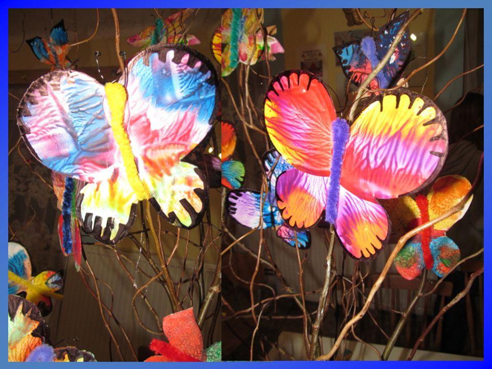 Voskovky a specielní žehlička a motýl je jako živý