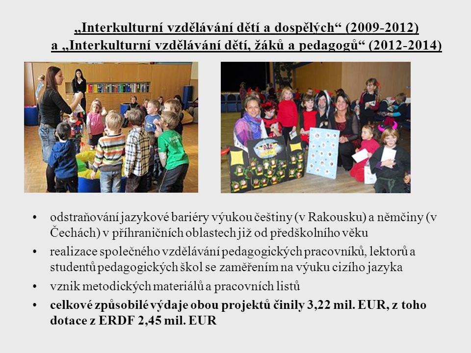 """""""Interkulturní vzdělávání dětí a dospělých (2009-2012) a """"Interkulturní vzdělávání dětí, žáků a pedagogů (2012-2014) odstraňování jazykové bariéry výukou češtiny (v Rakousku) a němčiny (v Čechách) v příhraničních oblastech již od předškolního věku realizace společného vzdělávání pedagogických pracovníků, lektorů a studentů pedagogických škol se zaměřením na výuku cizího jazyka vznik metodických materiálů a pracovních listů celkové způsobilé výdaje obou projektů činily 3,22 mil."""