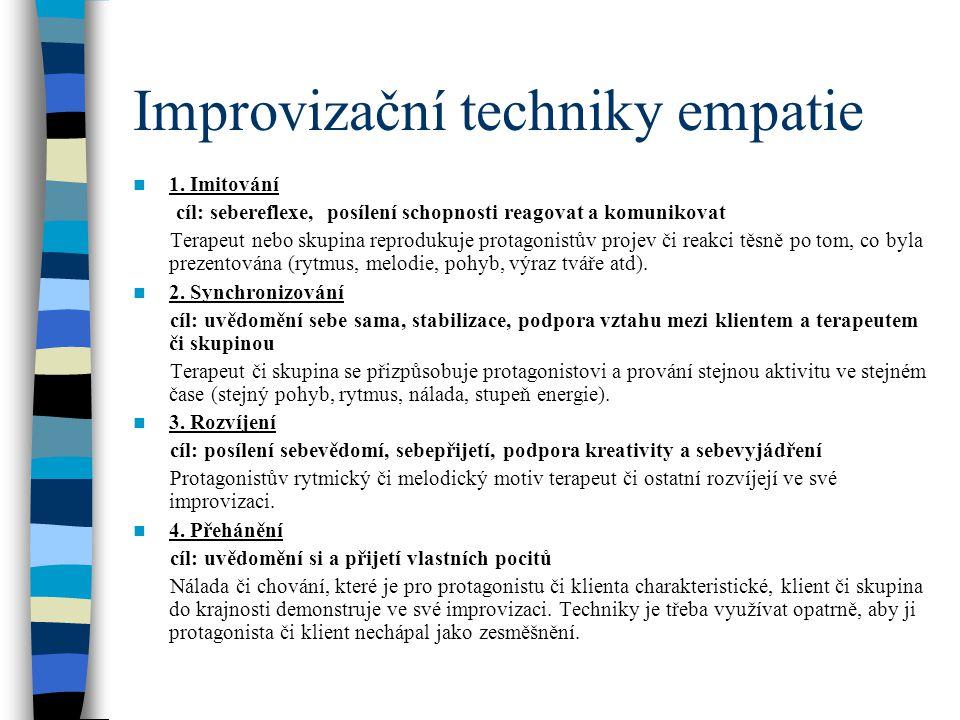 Improvizační techniky empatie 1. Imitování cíl: sebereflexe, posílení schopnosti reagovat a komunikovat Terapeut nebo skupina reprodukuje protagonistů