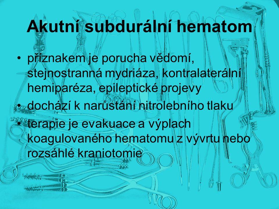 Akutní subdurální hematom příznakem je porucha vědomí, stejnostranná mydriáza, kontralaterální hemiparéza, epileptické projevy dochází k narůstání nit