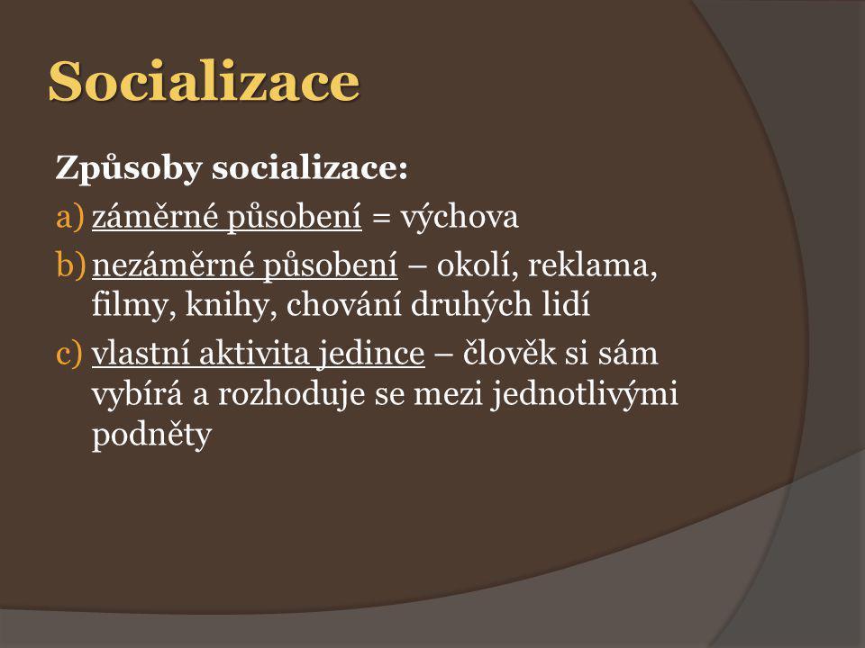 Socializace Sociální role:  = chování odpovídající určité pozici ve společnosti (syn, bratr, žák, kamarád) a)vrozené role – muž, žena b)získané role – žák, kamarád, rodič c)dočasné role – cestující  podle sociálních rolí očekáváme určité chování a vystupování (učitel, rodič, žák)