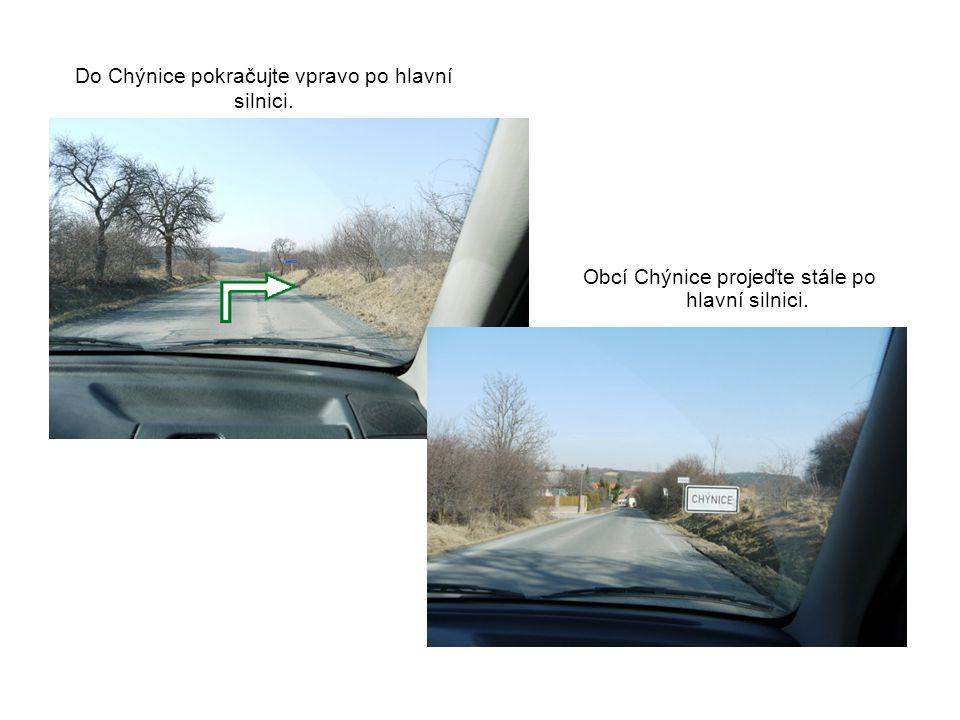 Do Chýnice pokračujte vpravo po hlavní silnici. Obcí Chýnice projeďte stále po hlavní silnici.