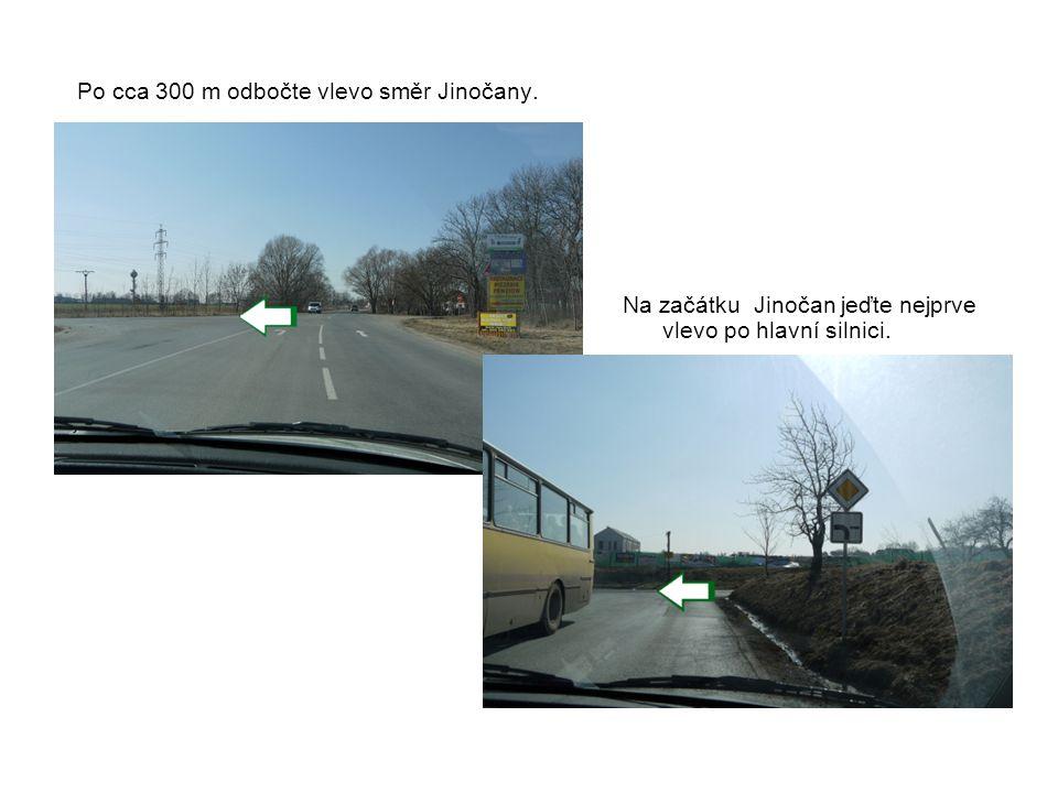 Po cca 300 m odbočte vlevo směr Jinočany. Na začátku Jinočan jeďte nejprve vlevo po hlavní silnici.