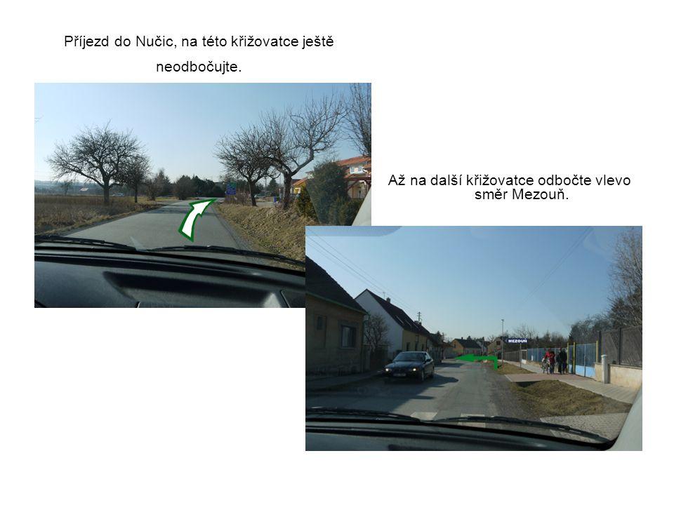 Příjezd do Nučic, na této křižovatce ještě neodbočujte.