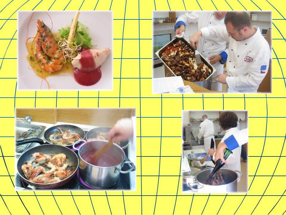 Lektor, pan Lubomír Brázda, šéfkuchař firmy Montycon, zhodnotil současný stav kuchyní.