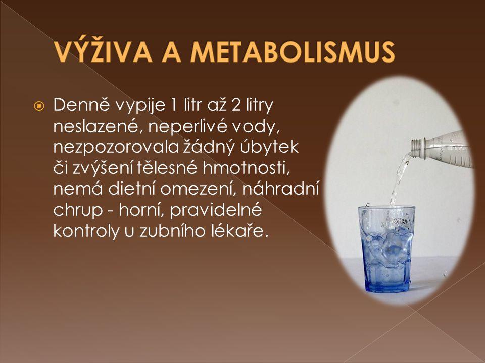  Denně vypije 1 litr až 2 litry neslazené, neperlivé vody, nezpozorovala žádný úbytek či zvýšení tělesné hmotnosti, nemá dietní omezení, náhradní chr