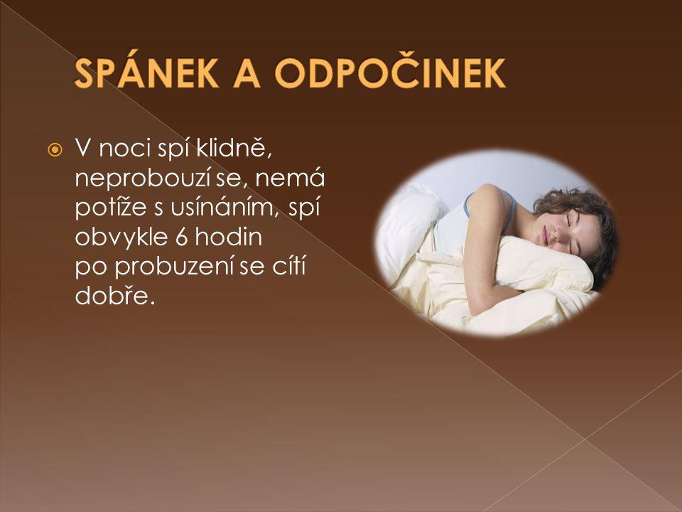  V noci spí klidně, neprobouzí se, nemá potíže s usínáním, spí obvykle 6 hodin po probuzení se cítí dobře.