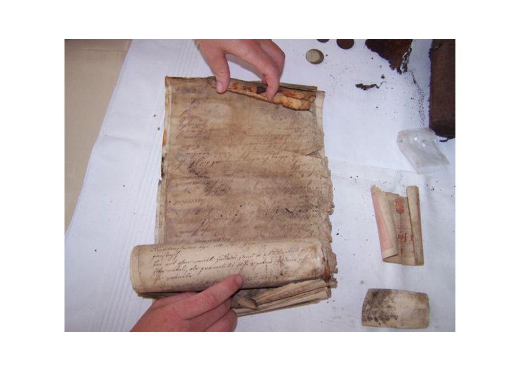 Nalezeny byly 2 schránky Poškozená schránka ukrývala dokumenty z 18. stol, druhá schránka dokumenty z poslední opravy kostela, tj. z roku 1930.