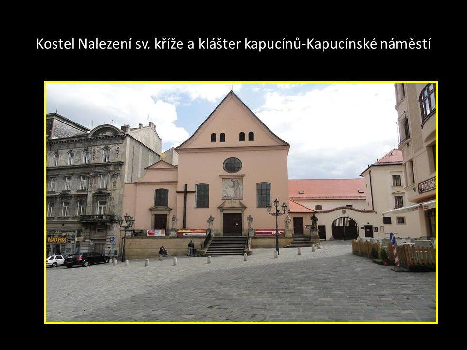 Součástí Loretánské kaple jsou Svaté schody, kopie Jeruzalémských schodů, po kterých kráčel Ježíš Kristus k Pilátovi