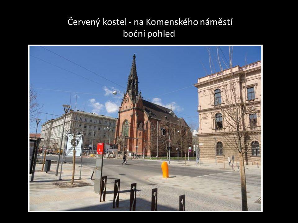 ČERVENÝ KOSTEL-Komenského náměstí je novogotický EVANGELICKÝ kostel-chrám J.