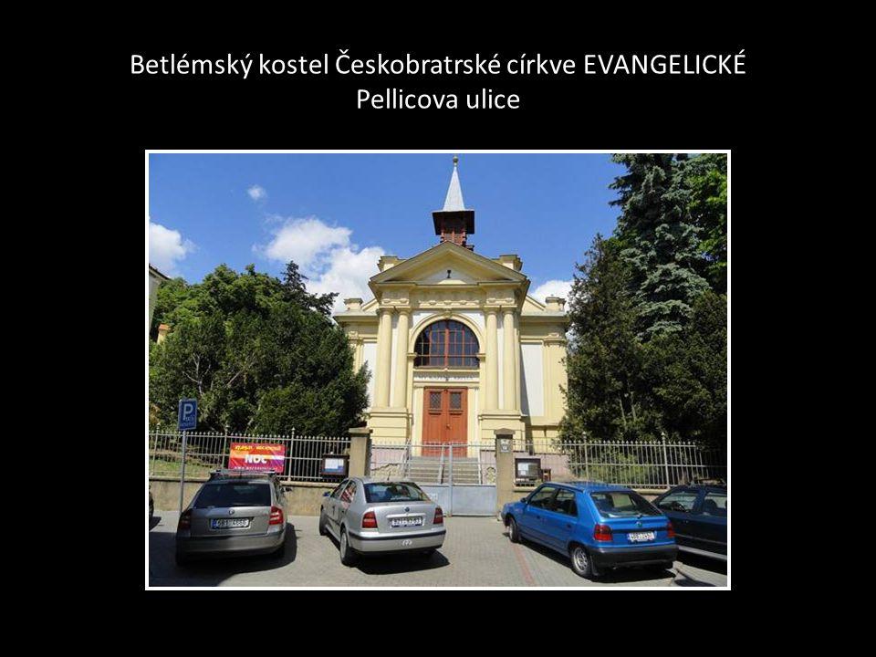Červený kostel - na Komenského náměstí boční pohled