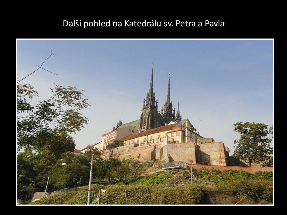 Další pohled na Katedrálu sv. Petra a Pavla