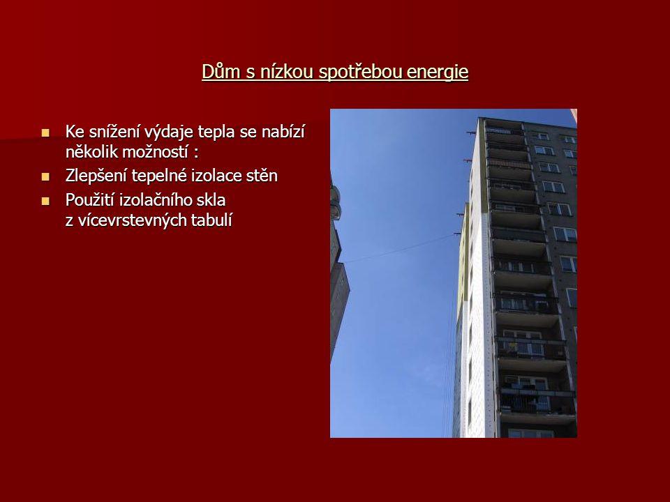Dům s nízkou spotřebou energie Ke snížení výdaje tepla se nabízí několik možností : Ke snížení výdaje tepla se nabízí několik možností : Zlepšení tepelné izolace stěn Zlepšení tepelné izolace stěn Použití izolačního skla z vícevrstevných tabulí Použití izolačního skla z vícevrstevných tabulí