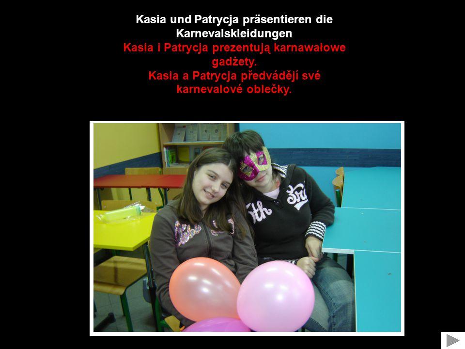 Kasia und Patrycja präsentieren die Karnevalskleidungen Kasia i Patrycja prezentują karnawałowe gadżety.