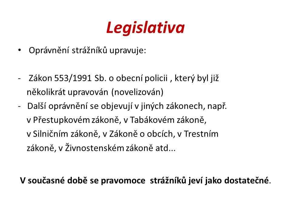 Legislativa Oprávnění strážníků upravuje: -Zákon 553/1991 Sb. o obecní policii, který byl již několikrát upravován (novelizován) - Další oprávnění se
