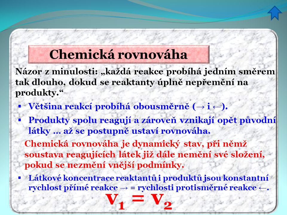 """Chemická rovnováha Názor z minulosti: """"každá reakce probíhá jedním směrem tak dlouho, dokud se reaktanty úplně nepřemění na produkty.""""  Většina reakc"""