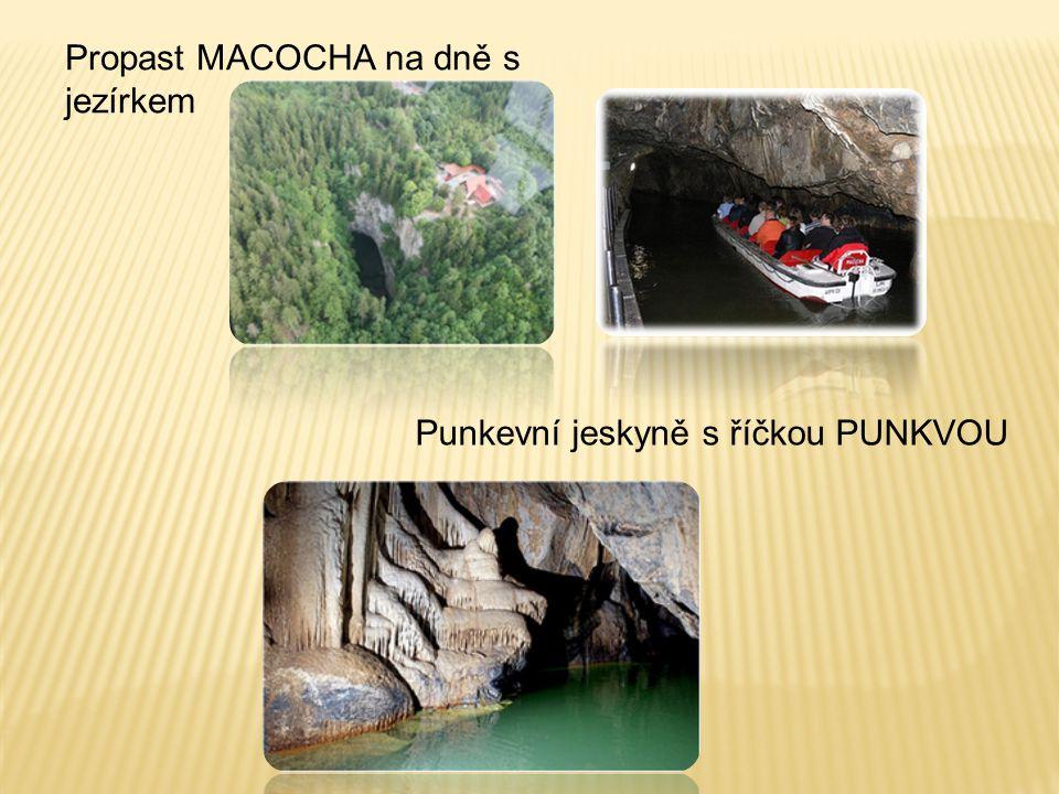 Propast MACOCHA na dně s jezírkem Punkevní jeskyně s říčkou PUNKVOU