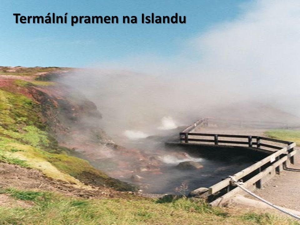 """Gejzíry Vyvrhování vařícího proudu vody a páry na zemský povrch v určitých časově omezených periodách (či v podstatě i nepřetržitě) ve vulkanicky aktivních oblastech Vyvrhování vařícího proudu vody a páry na zemský povrch v určitých časově omezených periodách (či v podstatě i nepřetržitě) ve vulkanicky aktivních oblastech Název pochází z islandského nejznámějšího gejzíru Geysir v oblasti Haukadalur Název pochází z islandského nejznámějšího gejzíru Geysir v oblasti Haukadalur Jeho název je odvozen z islandského slovesa geysa znamenajícího """"proudit Jeho název je odvozen z islandského slovesa geysa znamenajícího """"proudit Na světě je známo okolo tisíce gejzírů (jiný zdroj uvádí počet 700), z toho přibližná polovina se nachází v Yellowstonském národním parku v USA Na světě je známo okolo tisíce gejzírů (jiný zdroj uvádí počet 700), z toho přibližná polovina se nachází v Yellowstonském národním parku v USA"""