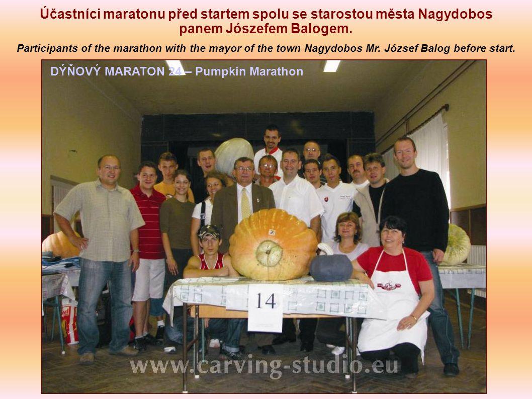 Účastníci maratonu před startem spolu se starostou města Nagydobos panem Jószefem Balogem.