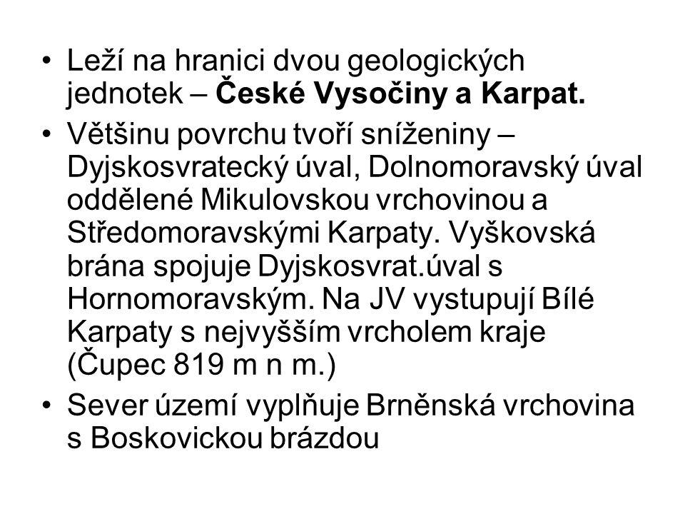 Leží na hranici dvou geologických jednotek – České Vysočiny a Karpat.