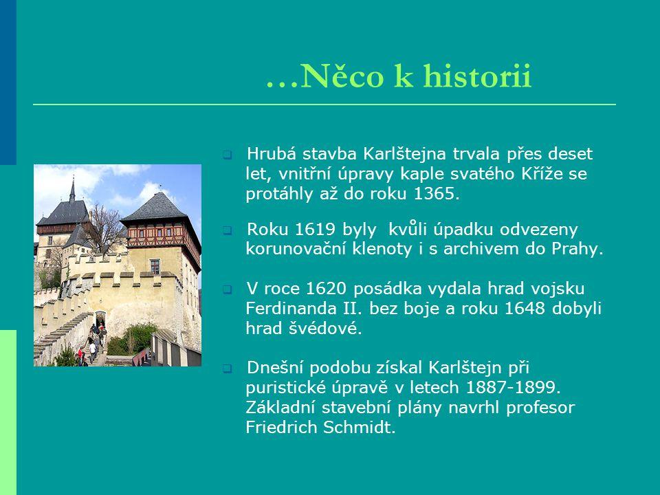  Hrubá stavba Karlštejna trvala přes deset let, vnitřní úpravy kaple svatého Kříže se protáhly až do roku 1365.  Roku 1619 byly kvůli úpadku odvezen