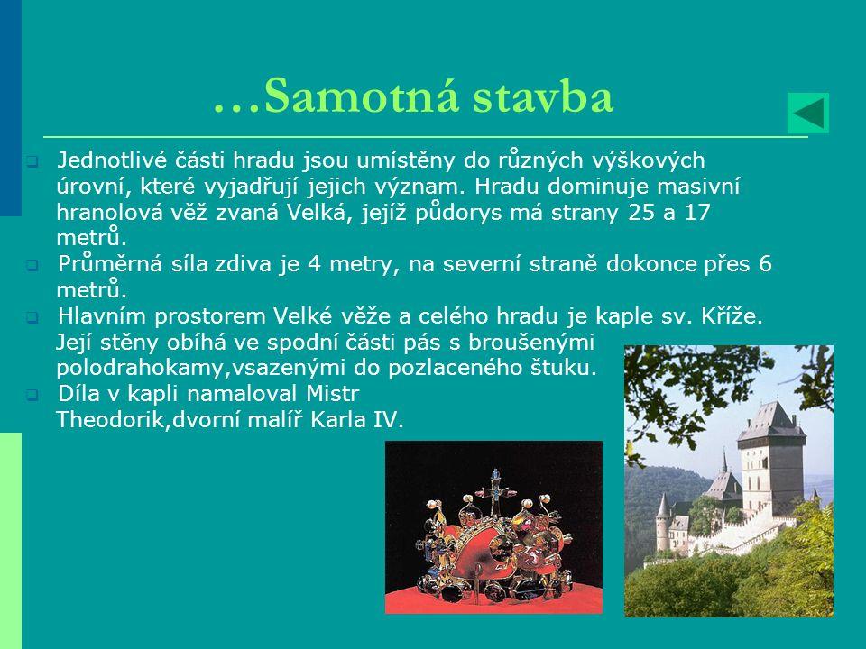 Pražský orloj  Na nejvýše položené části se nachází dvě okénka, která se každou hodinu otevírají a zjevují se v nich dřevěné postavičky uklánějících se apoštolů.