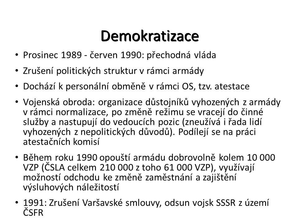 Demokratizace Prosinec 1989 - červen 1990: přechodná vláda Zrušení politických struktur v rámci armády Dochází k personální obměně v rámci OS, tzv. at
