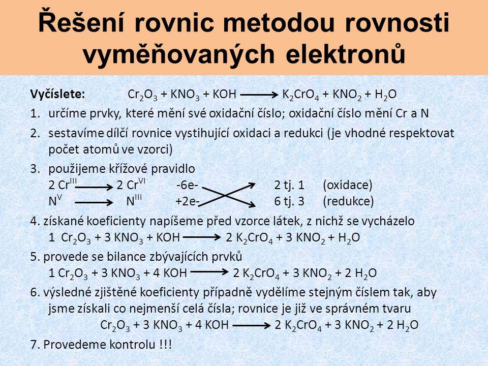 Řešení rovnic metodou rovnosti vyměňovaných elektronů Vyčíslete:Cr 2 O 3 + KNO 3 + KOH K 2 CrO 4 + KNO 2 + H 2 O 1.určíme prvky, které mění své oxidač