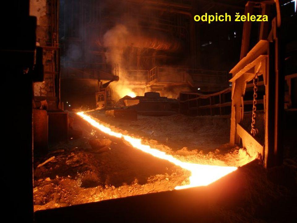 vylévání strusky struska - plave na roztaveném železe a chrání ho před oxidací kyslíkem - používá se ve stavebnictví