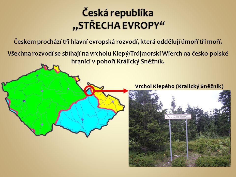 Českem prochází tři hlavní evropská rozvodí, která oddělují úmoří tří moří. Všechna rozvodí se sbíhají na vrcholu Klepý/Trójmorski Wierch na česko-pol