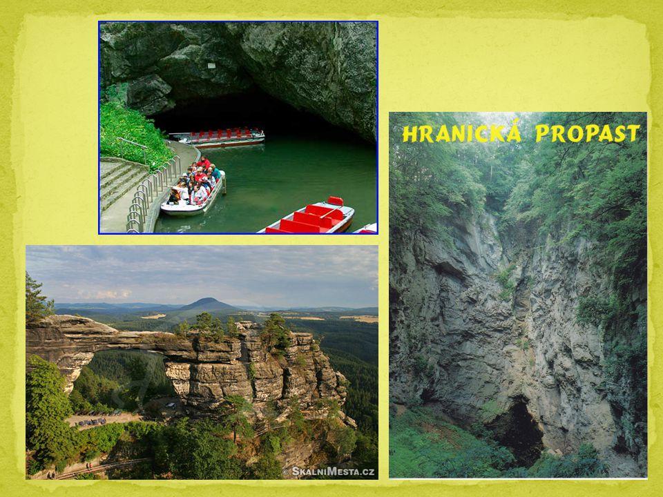 Největší město (rozloha, počet obyvatel) PRAHA Nejdelší řeka VLTAVA (433 km) Největší řeka (průtok) LABE Největší rybník (rozloha) ROŽMBERK Největší národní park NP ŠUMAVA Nevyšší hora SNĚŽKA (1602m.n.m.) Nejhlubší propast HRANICKÁ PROPAST (prohledaná část 289m)