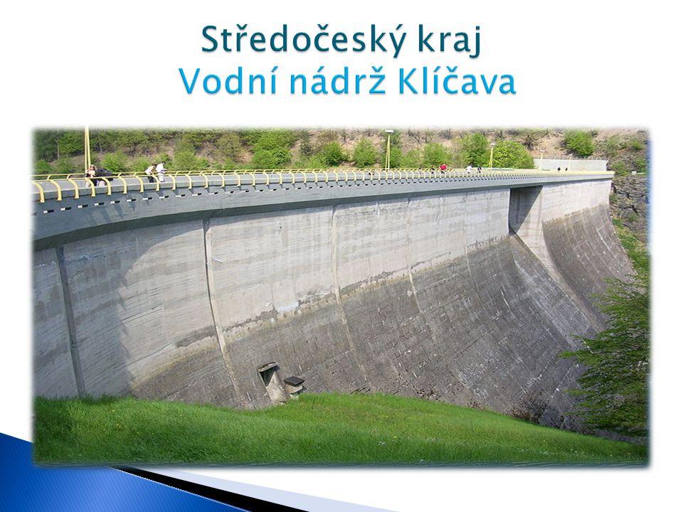  Klíčavská přehrada stojí v údolí potoka Klíčavy v lesích nedaleko Křivoklátu.  Byla budována v letech 1949-1955.  Slouží k zásobování pitnou vodou