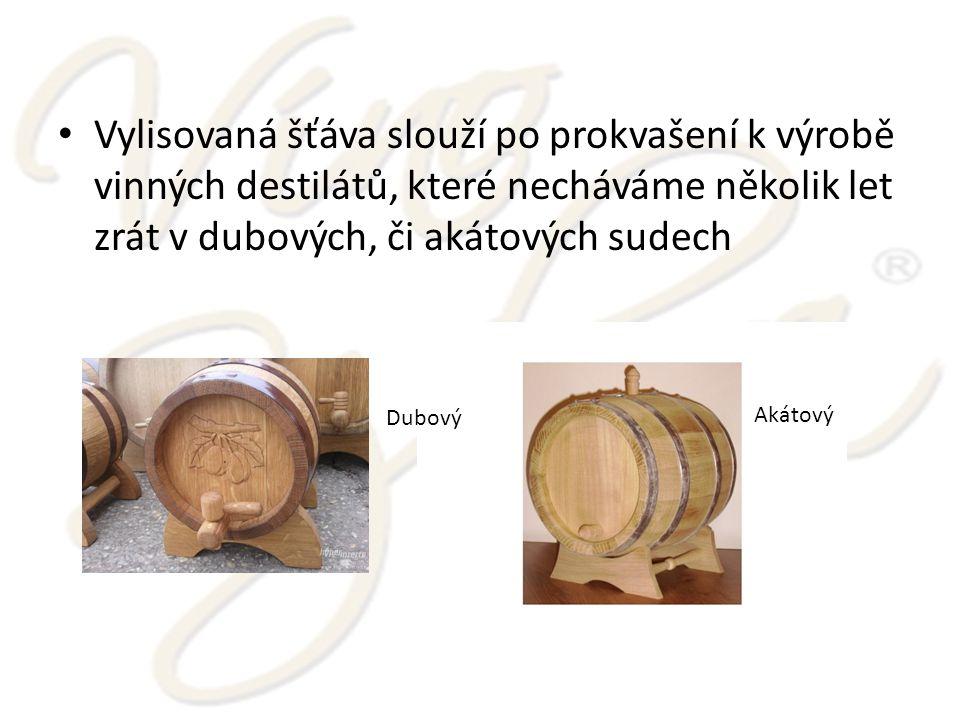 Vylisovaná šťáva slouží po prokvašení k výrobě vinných destilátů, které necháváme několik let zrát v dubových, či akátových sudech Akátový Dubový