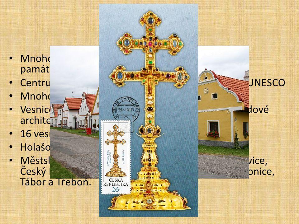 Mnoho historicky cenných památek a městských památkových rezervací Centrum Českého Krumlova bylo zapsáno seznam UNESCO Mnoho hradů a zámků Vesnice s t