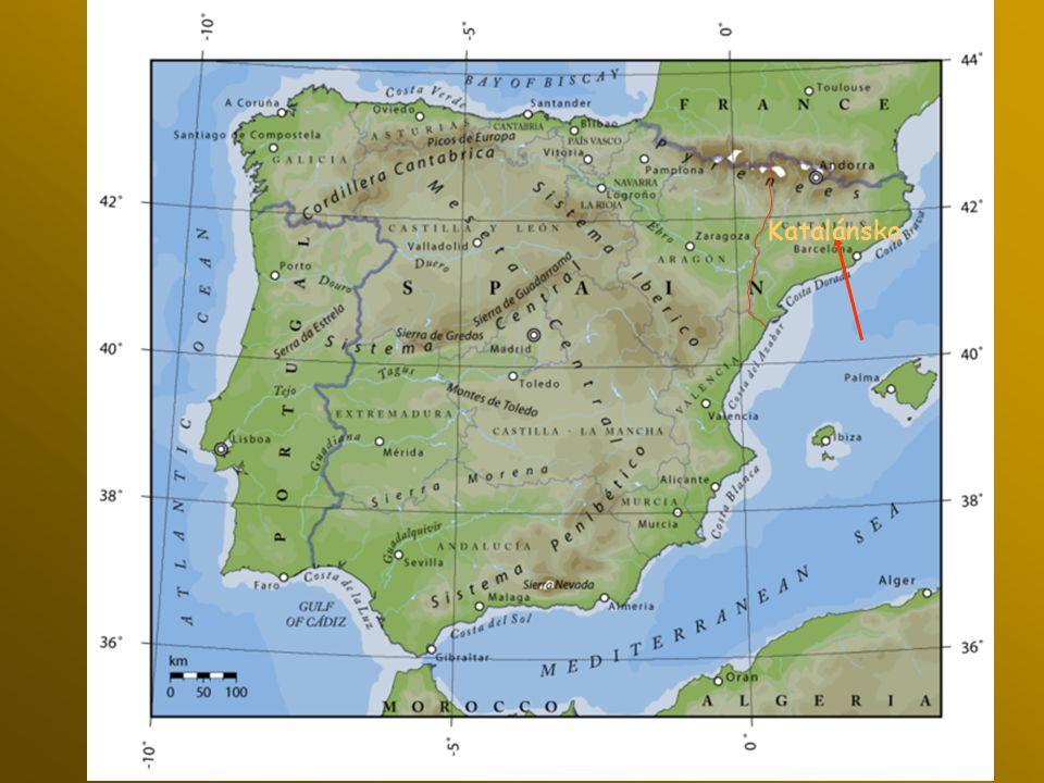 Aigüestortes národní park Katalánska ve Španělsku se nachází v Pyrenejích s vrcholky hor až 3.000 m.