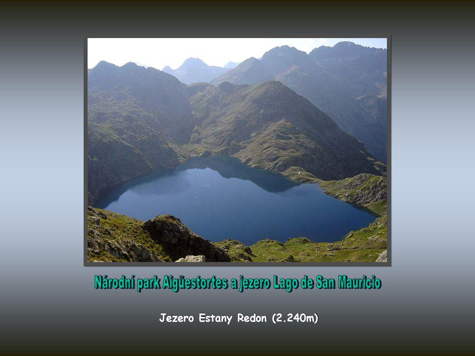 Jezero Estany Sant Maurici a Els Encantats (2.745m)