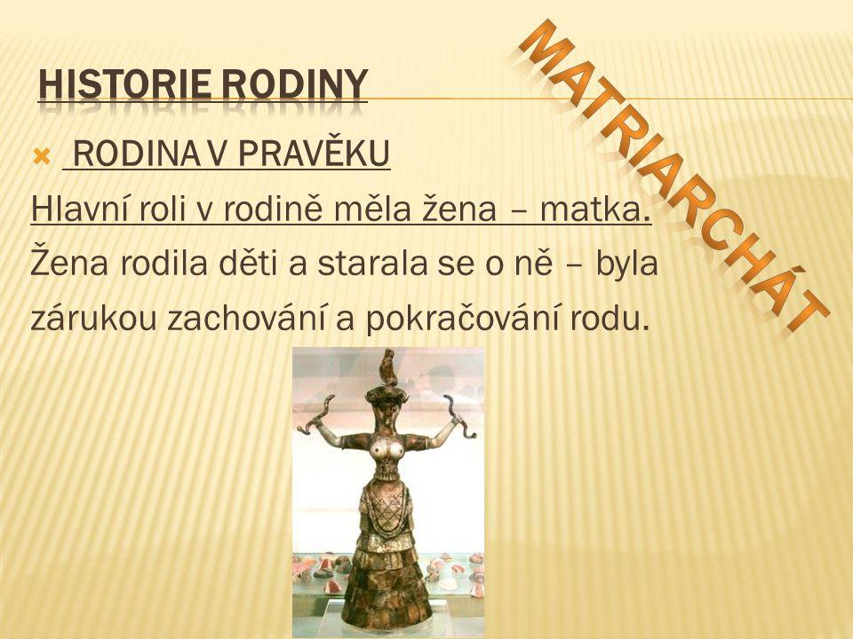  RODINA V PRAVĚKU Hlavní roli v rodině měla žena – matka.