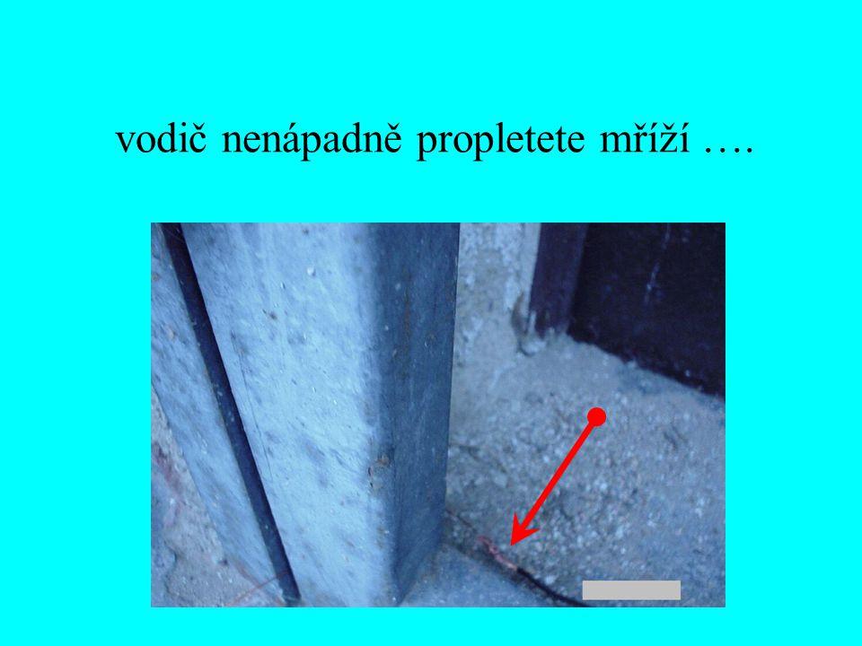 """… a izolovaný vývod """"sešmodrcháte s další částí obvodu – smaltovaným drátem průřezu 0,75 mm 2"""