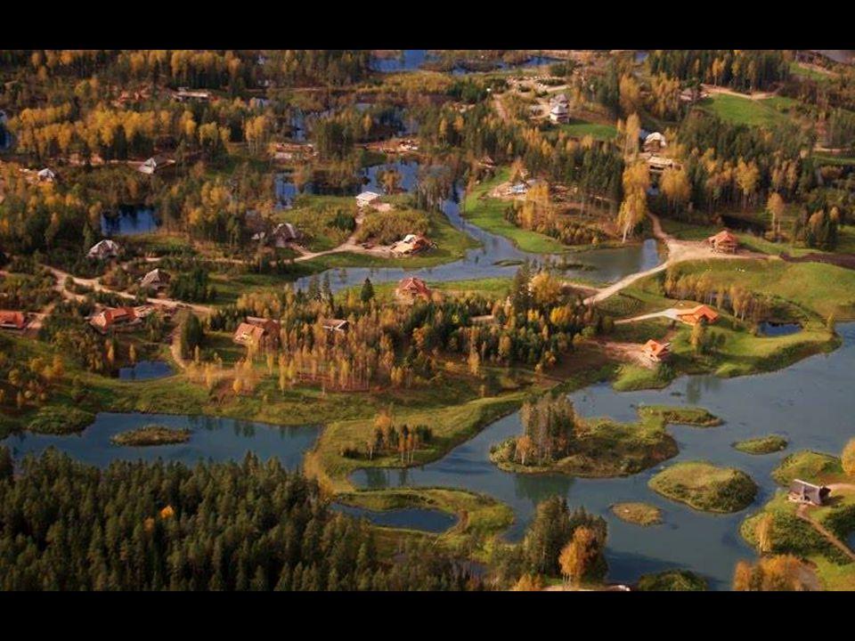 Amatciems se nachází 80 km od Rigy. Představuje urbanistický komplex v přírodě nepopsatelného půvabu, působící dojmem přírodní rezervace. Mnoha uznáva
