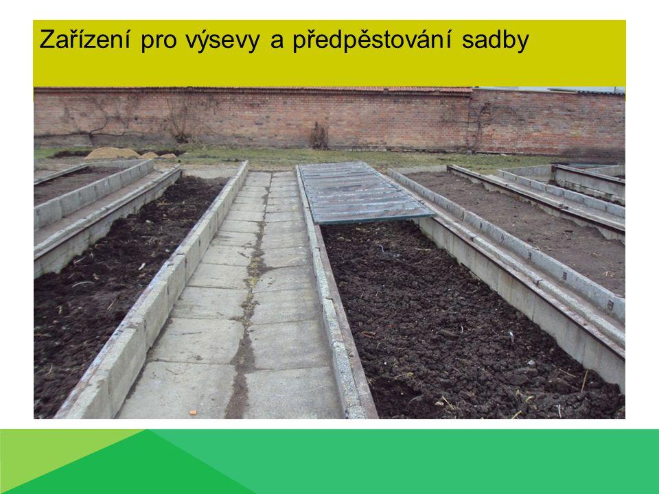 Zařízení pro výsevy a předpěstování sadby