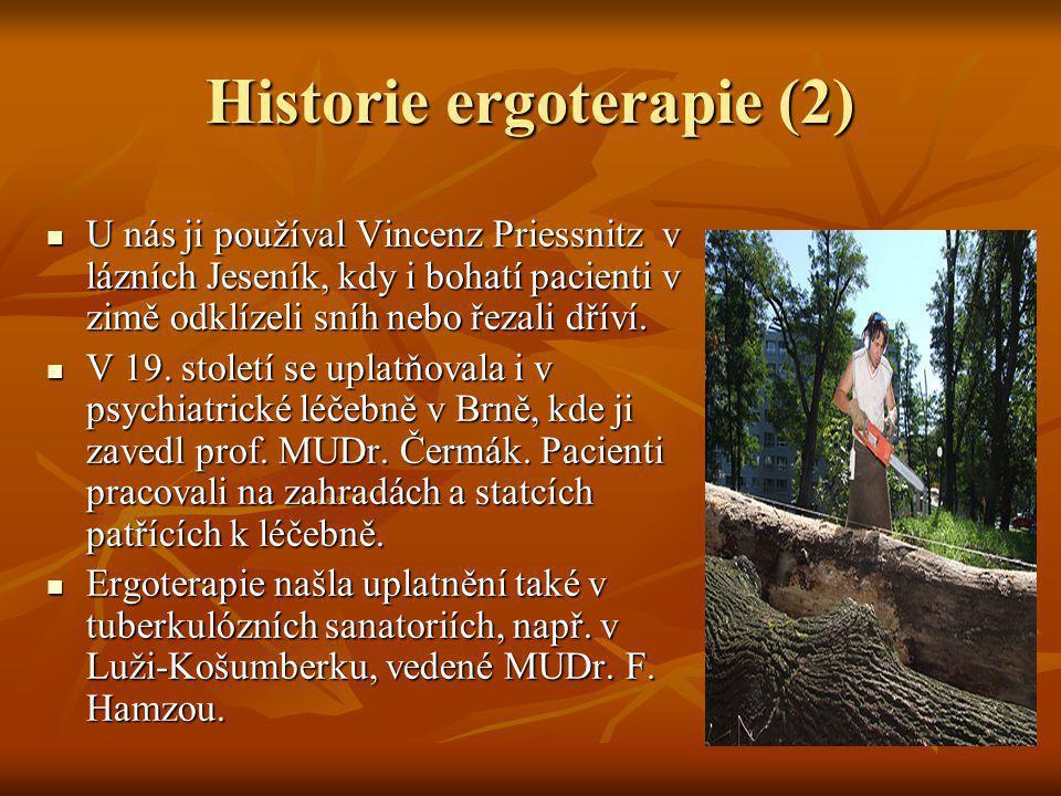 Historie ergoterapie (2) U nás ji používal Vincenz Priessnitz v lázních Jeseník, kdy i bohatí pacienti v zimě odklízeli sníh nebo řezali dříví. U nás