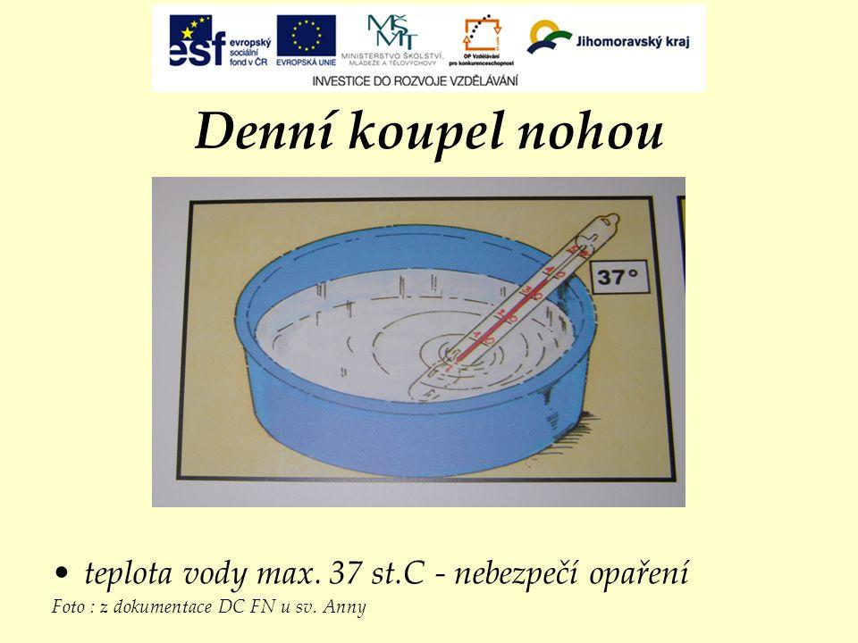 Denní koupel nohou teplota vody max. 37 st.C - nebezpečí opaření Foto : z dokumentace DC FN u sv. Anny