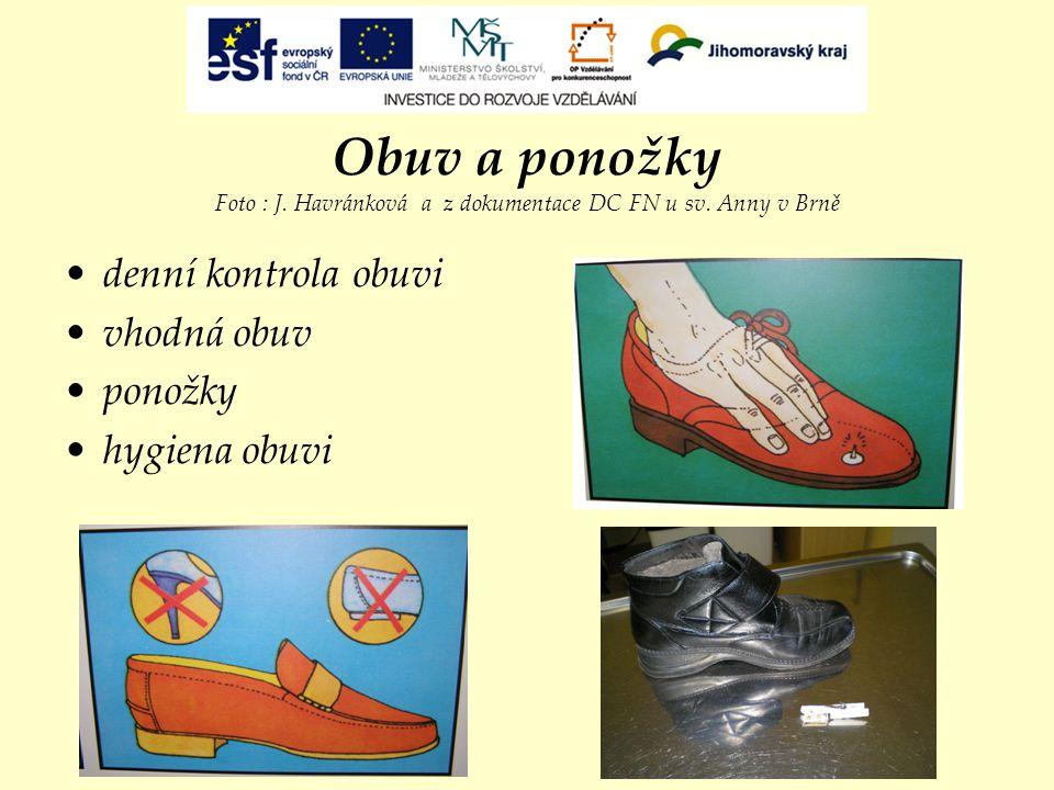 Obuv a ponožky Foto : J. Havránková a z dokumentace DC FN u sv. Anny v Brně denní kontrola obuvi vhodná obuv ponožky hygiena obuvi